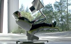 """120 triệu đồng cho bộ bàn ghế """"biến hình"""" giúp làm việc, chơi game ở mọi tư thế"""