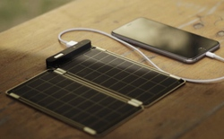 Sạc điện thoại bằng năng lượng mặt trời cùng Solar Paper