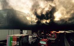 Paris chìm trong khói lửa vì bạo loạn chống Uber