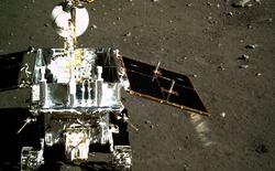 Tàu thăm dò Mặt Trăng của Trung Quốc phát hiện loại đá mới với 3 tỷ năm tuổi