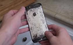 """Choáng với iPhone 6 bị """"hành hạ"""" khi đun sôi cùng nước ngọt Coca"""