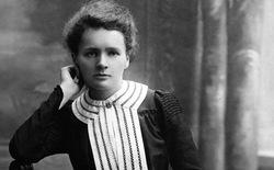 7/11/1867 - Ngày sinh của nhà khoa học vĩ đại Marie Curie
