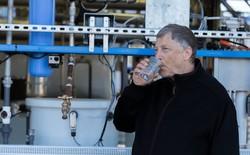 Sau khi thử máy tạo ra nước từ ... phân, Bill Gates đã mang chiếc máy này tới châu Phi