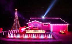 [Video] Trình diễn ánh sáng đêm Giáng sinh trên nền nhạc Star Wars