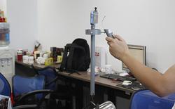 Tự chế đồ chơi giúp chống rung cho camera điện thoại bằng... ống nước