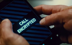 Siêu điệp viên Ethan Hunt cầm ngược Lumia 930 trong Nhiệm vụ bất khả thi 5