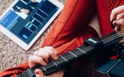 Học guitar chưa bao giờ dễ hơn với guitar thông minh Jamstik+