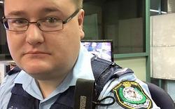 Cộng đồng mạng phát sốt với cách trả lại iPhone của cảnh sát Úc
