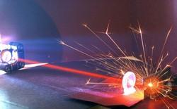 14/11/1967 - Theodore Maiman đăng ký bằng sáng chế cho tia laser đầu tiên trên thế giới