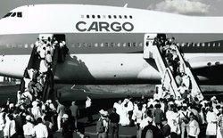 """Máy bay Boeing 747 nhồi nhét 1000 người như xe """"dù"""" bắt khách"""