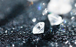 Đã có thể tạo ra một loại kim cương mới ở nhiệt độ thường