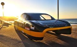 Sunswift eVe - Xe đua chạy năng lượng Mặt Trời chuẩn bị lăn bánh trên phố