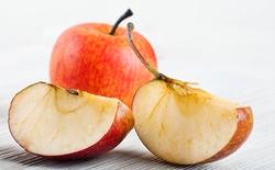 Tại sao những miếng táo hóa nâu?