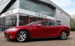 """Elon Musk sẽ giải bài toán Model 3 bằng """"bộ não của Audi"""""""