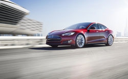 Xem hệ thống phanh tự động của Tesla đã giúp xe tránh tai nạn thần kỳ như thế nào
