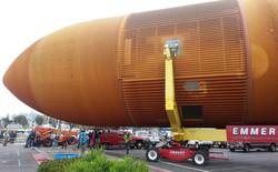 Đây là cách người ta vận chuyển bình chứa nhiên liệu tên lửa nặng 30 tấn qua khu dân cư