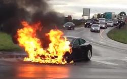 Mẫu xe Tesla Model S bất ngờ bốc cháy dữ dội trong lần chạy thử tại Pháp