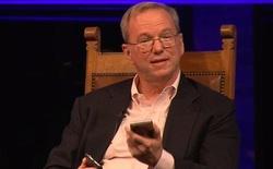 Sếp Google xử lý ra sao khi bị bao vây bởi khán phòng tràn ngập iPhone?