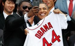 Obama: Ngày xưa lúc tôi tranh cử mà có smartphone thì chắc chẳng ai bắt tay tôi luôn