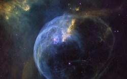 NASA chia sẻ hình ảnh đáng kinh ngạc của Bubble Nebula mừng sinh nhật 26 kính thiên văn Hubble