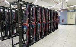 """Microsoft tiếp tục bổ sung """"vũ khí hạng nặng"""" để chống lại Amazon trong cuộc chiến đám mây"""