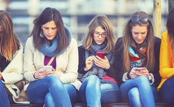 Mạng xã hội biến giới trẻ trở thành diễn viên