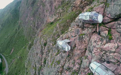 [Video] Bạn nghĩ sao nếu mỗi sáng thức dậy thấy mình đang ở trên một vách núi dựng đứng?