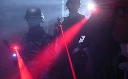"""Trung Quốc sử dụng """"chùm tia laser xấu hổ"""" để giải quyết vấn nạn dùng smartphone trong rạp phim"""