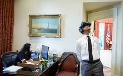 Mark Zuckerberg vừa đăng tấm ảnh Tổng thống Obama dùng thử kính thực tế ảo, 110 nghìn likes sau 2 tiếng
