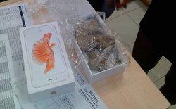 Hoảng hồn khi mở hộp iPhone 6s nguyên Seal tại Thế Giới Di Động, khách chỉ nhận được 1 cục đá