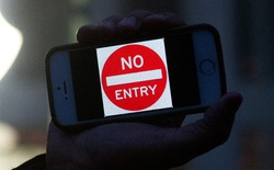 FBI có thể tự mở khóa chiếc iPhone đó, vậy tại sao họ vẫn muốn Apple làm?