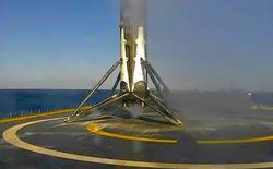 SpaceX lần thứ hai hạ cánh thành công tên lửa trên xà lan giữa biển