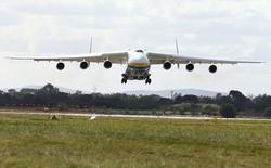 Hàng chục nghìn người tập trung xem cảnh chiếc máy bay lớn nhất thế giới hạ cánh