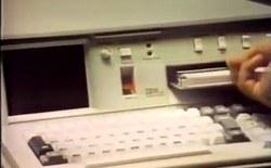 """Xem quảng cáo máy tính IBM """"cực nhỏ gọn"""": nặng có 23 kí, giá hơn 20 nghìn đô, thế mới thấy công nghệ tiến xa"""