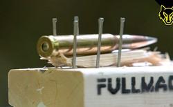 Hỏi khó: Bắn súng vào viên đạn có làm nó nổ không?