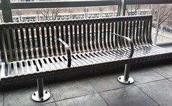 Mọi thứ đều có lý do của nó, thiết kế ghế ngồi công viên cũng vậy nhưng bạn đã để ý hay chưa?
