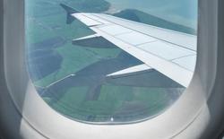 Lý giải về những lỗ nhỏ phía bên trong cửa sổ máy bay
