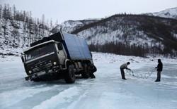 Hành trình nguy hiểm của tài xế xe tải vùng Siberia đầy băng tuyết và giá lạnh