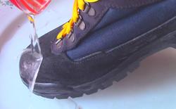 Hướng dẫn biến giày thường thành giày chống thấm nước