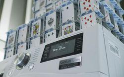 Lập kỉ lục thế giới nhờ xây nhà 48 tầng bằng lá bài trên máy giặt quay 1000 vòng/phút
