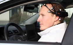 Hacker trổ tài biến hóa Tesla Model S thành chiếc xe có thể điều khiển bằng suy nghĩ và sóng não