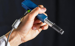 Không cần xét nghiệm phức tạp, chiếc kính hiển vi cầm tay này có thể phát hiện ung thư sớm