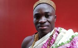 Vị vua châu Phi tới Canada làm vườn để có tiền gửi về nuôi dân