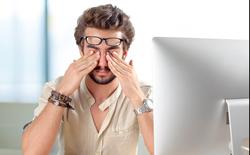 Nhân viên văn phòng, sinh viên làm việc nhiều với máy tính nên ăn gì để bảo vệ mắt?