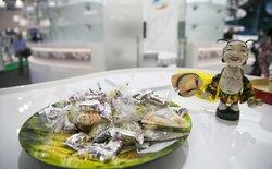 Không phải điện thoại bom tấn, Viettel đãi khách quốc tế kẹo lạc, nón lá tại MWC 2016