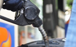 Xăng dầu đồng loạt giảm, giá xăng còn hơn 16.000 đồng/lít