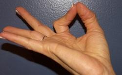 Body hack: Chỉ cần để tay thế này hàng ngày cũng giúp bạn cải thiện trí nhớ và sức khỏe