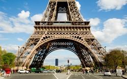 Tham quan căn hộ cao cấp ngay bên trong Tháp Eiffel dành cho fan Euro 2016