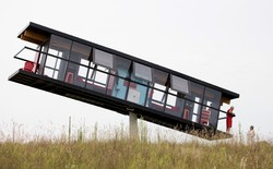 """Đây là căn nhà dành cho những ai muốn có cuộc sống """"bấp bênh"""" đúng theo nghĩa đen"""