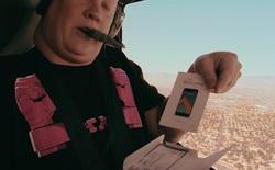 Hết đập hộp S7 dưới nước, giờ lại đến đập hộp HTC 10 ở độ cao 10.000 feet